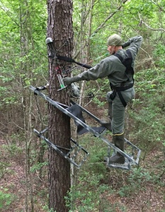 KING-STAND climbing tree stand